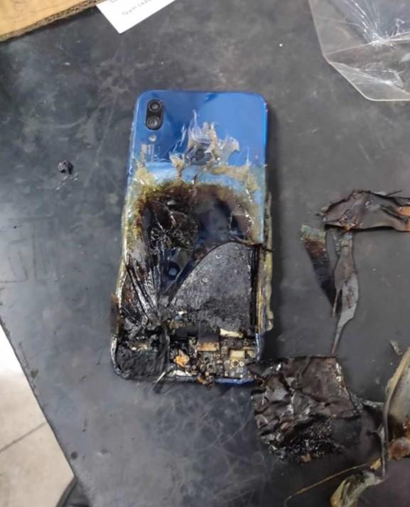 Xiaomi «кидає» власників смартфонів на гарантію