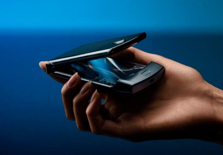 В Україні стартував передзамовлення на смартфон з гнучким екраном motorola razr за ціною 50 тис. Грн