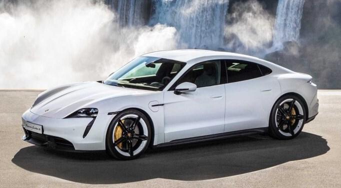 Електричний Taycan проти бензинового 918 Spyder: який Porsche швидше