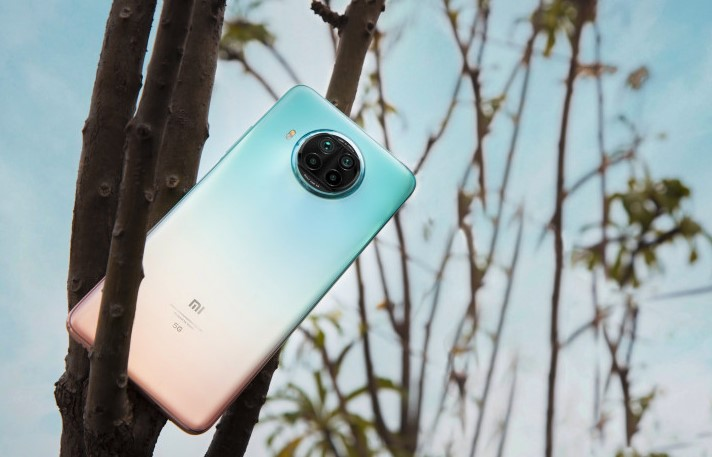 """Xiaomi Mi 10i: """"ідеальна десятка"""" в трьох кольорах на відео і живих фото"""