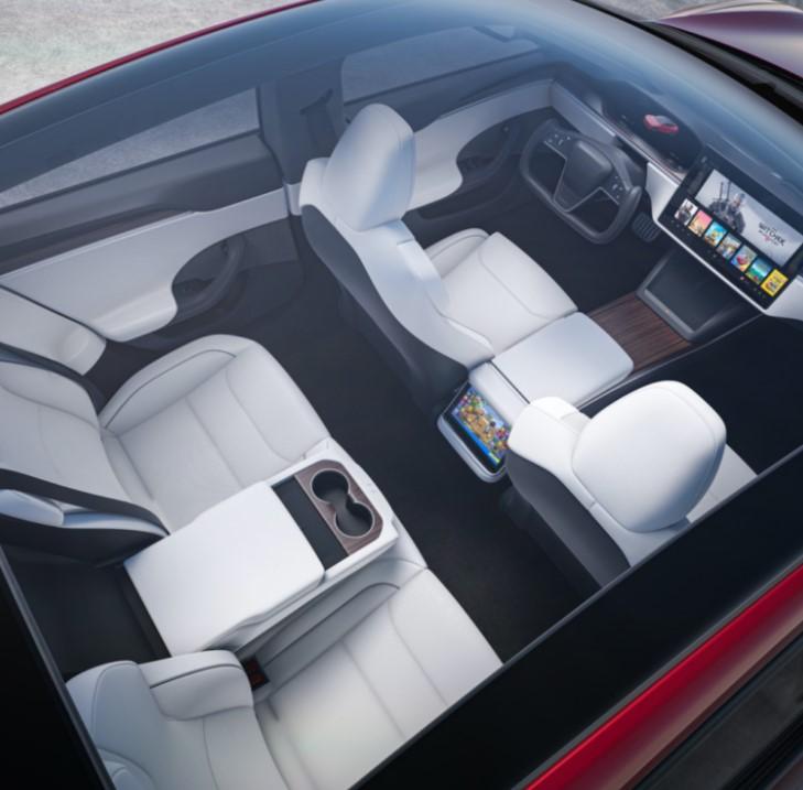 комп'ютера в Model S становить близько 10 терафлопс