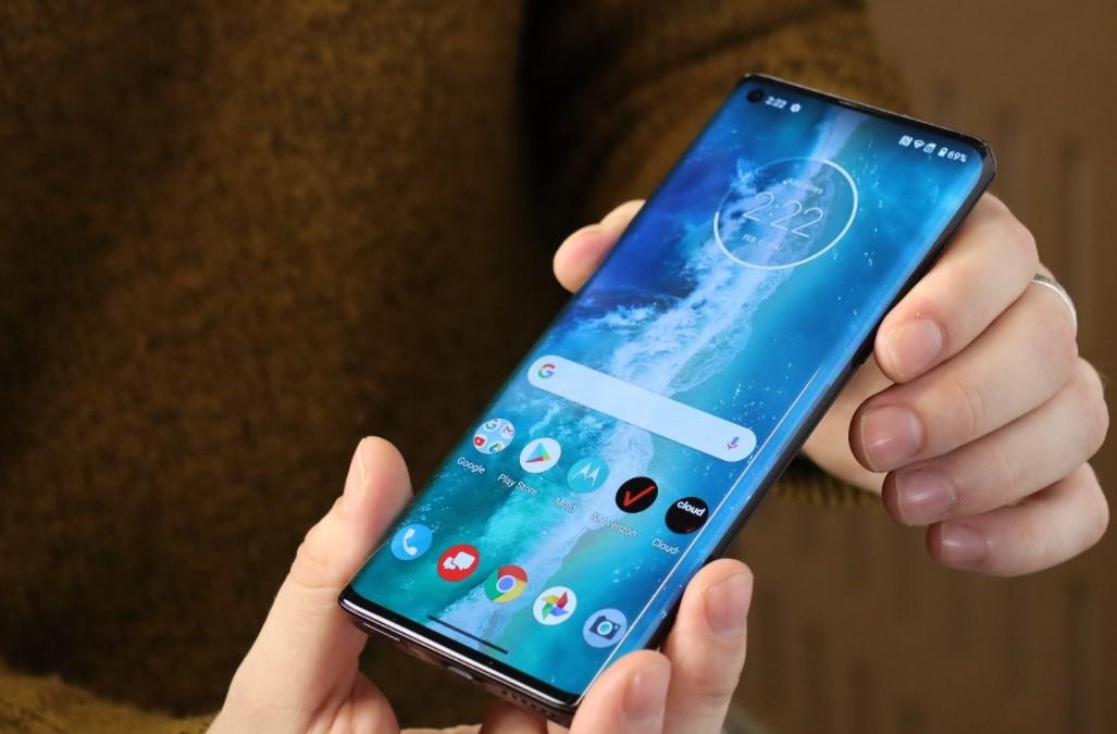 Смартфон Motorola Edge S впав в ціні до рекордно низького рівня